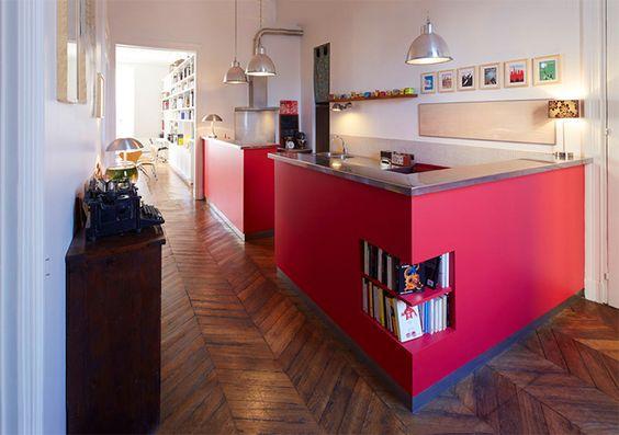 Open plan kitchen : dare juicy pink. By Nido Architecture - Cuisine ouverte : oser le rose acidulé. Par Nido Architecture