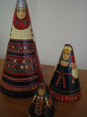 matriuskas hechas de conos