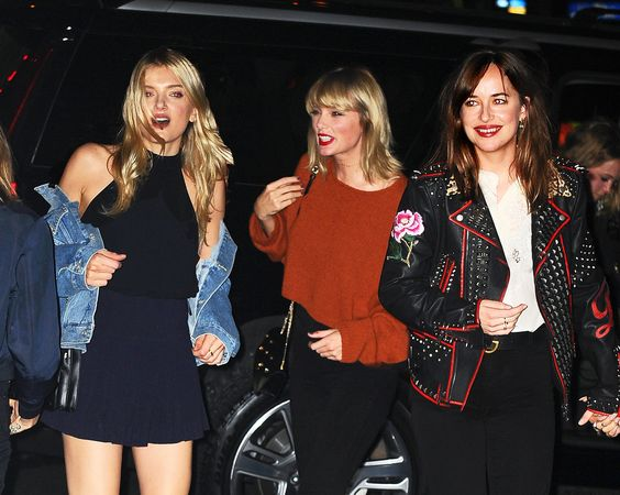 The Top 4 New York Restaurants Taylor Swift Frequents With Her Girl Crew - Vogue