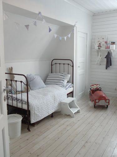Bed nook attic