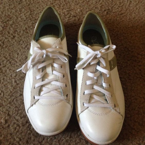 Gently used white leather Keds! Weekend price drop White leather Keds, worn 2 times, great condition at a great price. keds Shoes