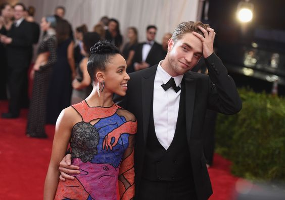 "FKA twigs Says the Online Abuse from Dating Robert Pattinson Is ""Awful""  - ELLE.com"
