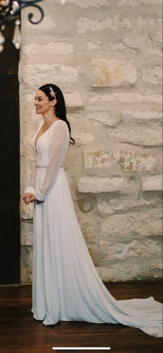 Winter Wedding Dress In 2020 Wedding Dress Long Sleeve Wedding Dresses Winter Wedding Dress