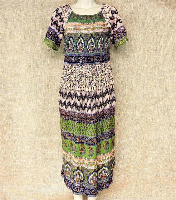 O caimento e conforto das saias maias só que em... vestido! O verdadeiro estilo boho étnico para almas aventureiras.  Por apenas R$ 7990.  Peça seu catálogo pelo nosso Whatsapp: 13 982166299