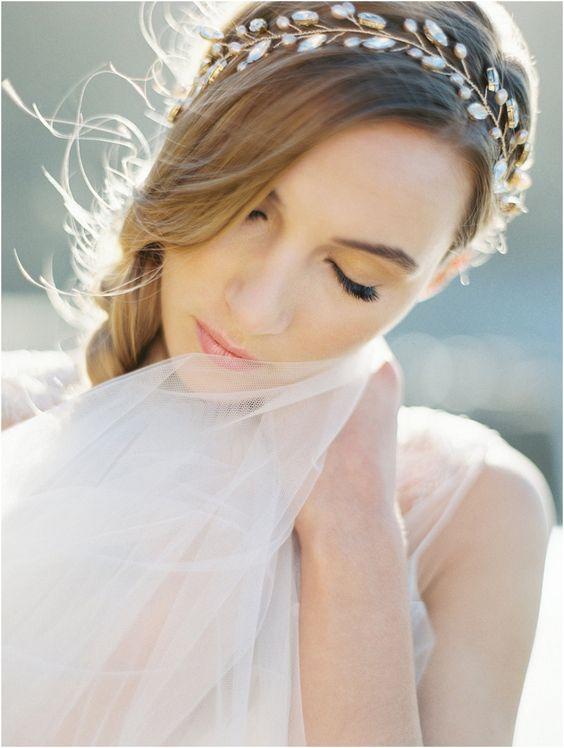 20 ELEGANT JEWELLERY PIECES | bridal headpiece | www.laceinthedesert.com | Melinda Rose