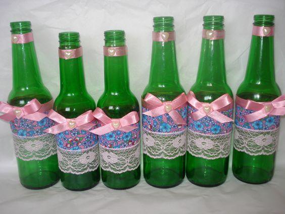 Reciclagem de garrafa de cerveja.Decoupage ,enfeite para mesa de aniversário,motivo junino.Terezinha Silva