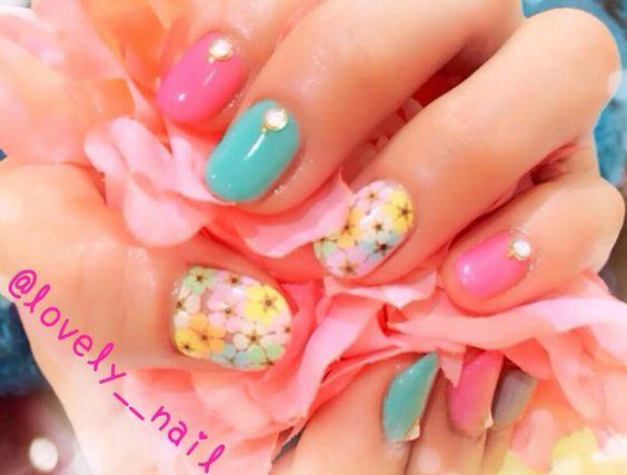 ピンク×グリーンに 押し花いっぱいなネイル♡