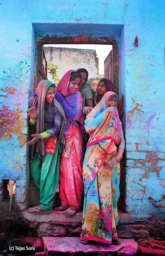 2016 - coloridas fotos de fotógrafos increíble Este sitio incluye fotografías de los Holi colorido festival que celebra compartiendo el amor. Esta celebración de dos días comienza el día de la Luna Llena.