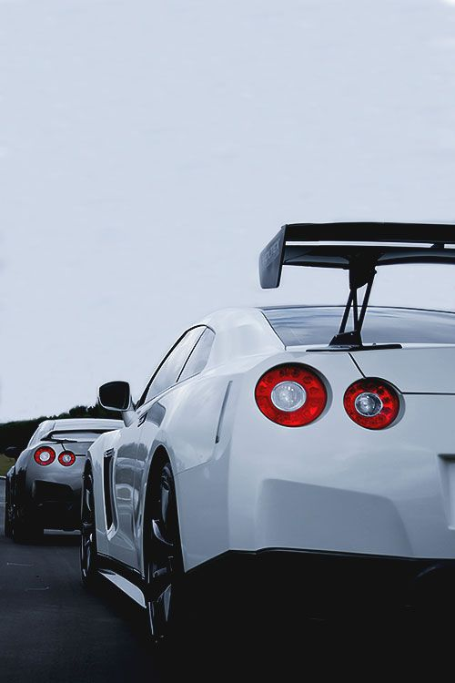 Nissan GTRs