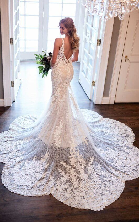 Fitted Lace Wedding Dress With Scalloped Train Martina Liana Martina Liana Wedding Dress Fitted Lace Wedding Dress Wedding Dresses