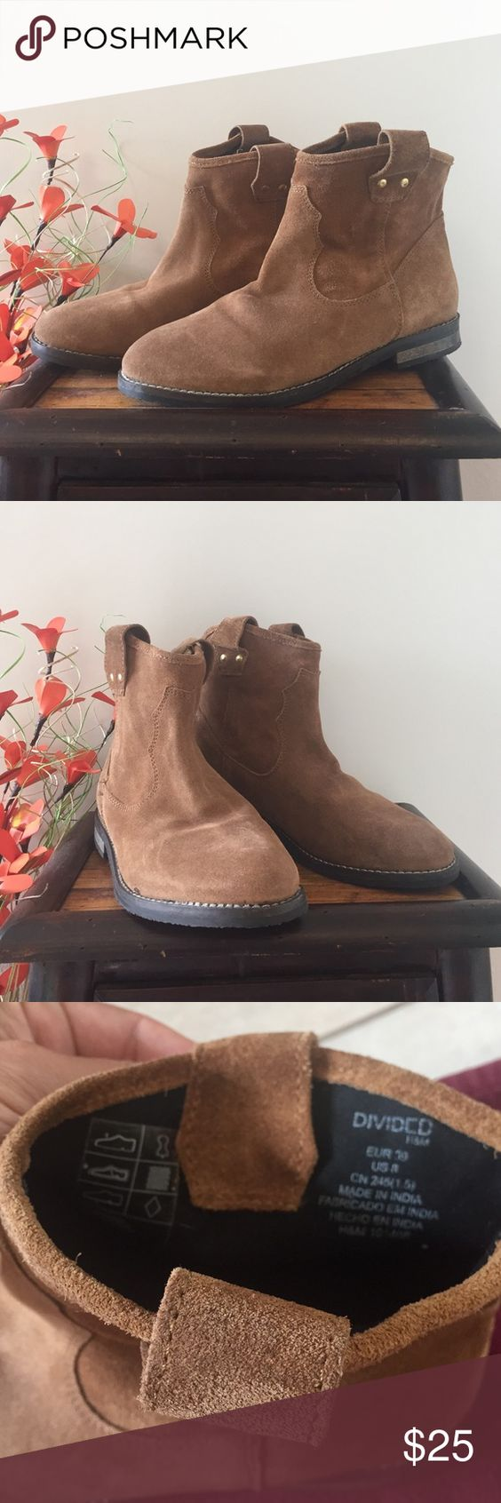 • DIVIDED BOOTS • Bought from H&M & only worn twice • Genuine leather • DIVIDED BY H&M Ankle Boots• pull on • the right boot has a glue mark but I purchased them like this • good condition Divided Shoes Ankle Boots & Booties