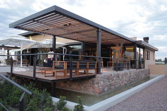 Techo de madera de canto con a r110 ideas techos for Techos modernos exterior