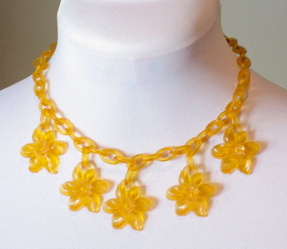 daffodil resin jewellery