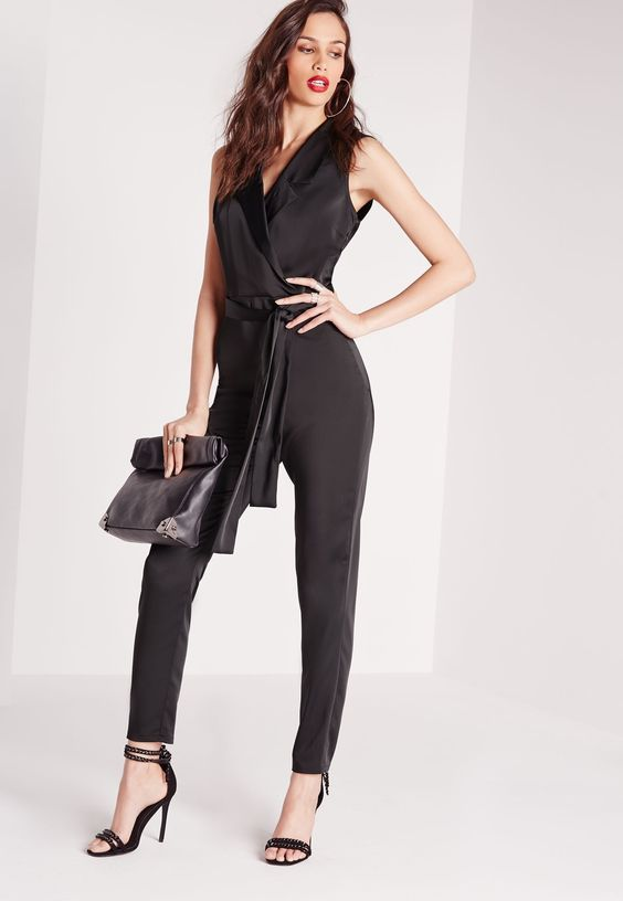 Get the runway look this season and feast your eyes on this jumpsuit. In an ever on-trend black, you'll be hitting the silky trench trend before anyone else. In a silky wrap, 3/4 sleeves and tie-waist fastening, give your curves the attenti...