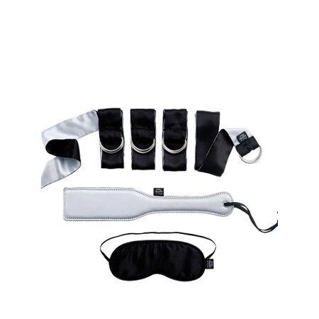 Bondage-Kit »Submit to Me« aus der offiziellen Fifty Shades of Grey Pleasure Collection.Entdecken Sie Ihre Sinne und genießen Sie zum ersten Mal Fesselspiele mit dem sinnlichen Bondage-Kit für Anfänger.