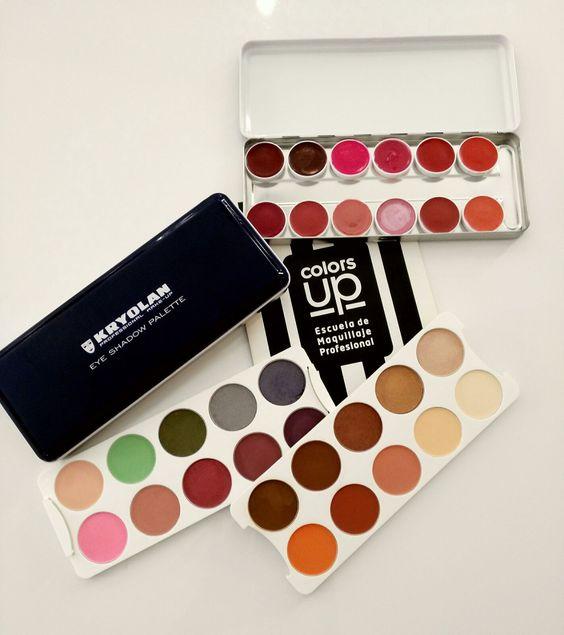 Preparando el material para los maletines del Curso Profesional de Maquillaje de 10 meses. Inicio: 3 de Octubre de 2016. (Turnos de mañana o de tarde) Infórmate: hola@colors-up.com // ☏ 93 412 55 11