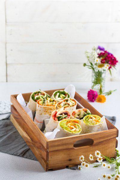 Vegetarische Wraps mit Hummus.