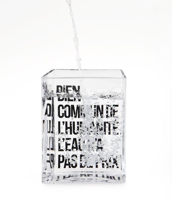 Arts de la table [idée cadeau #1] Carafe La lame d'eau par Philippe Starck http://www.leblogdeco.fr/idee-cadeau-design-1-carafe-la-lame-deau-par-philippe-starck/ carafe, Madeindesign, Philippe Starck