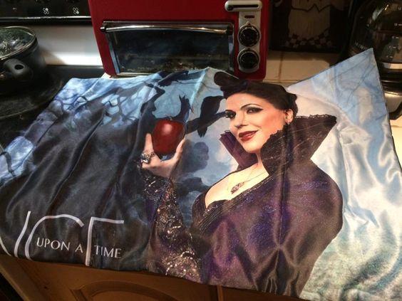 @LanaParrilla like my new pillow case????