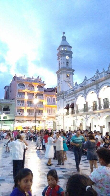 Veracruz puerto, domingo de danzón, tarde de encanto, ambiente jarocho: corazón feliz!
