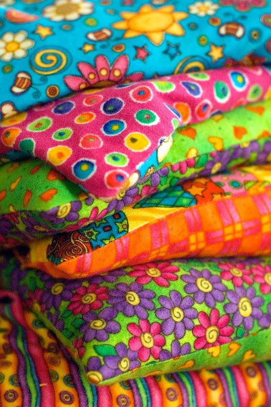Pattern for the microwavable heating pad. Love the idea of using colorful flannel for the corn cozies.