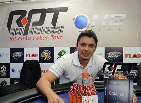 Pratapolense é campeão de poker em RP http://www.passosmgonline.com/index.php/2014-01-22-23-07-47/geral/5758-pratapolense-e-campeao-de-poker-em-rp