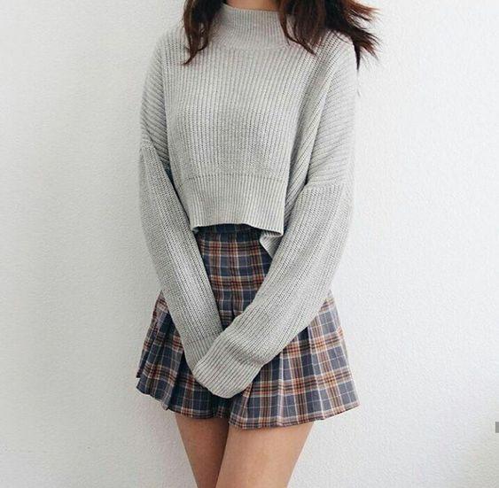 Aaso croptop phối với chân váy ngắn xòe