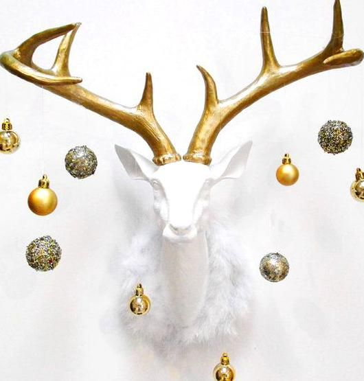 Holiday Deer Head Deer Head Stag Head Christmas Decor White Faux Deer Head Faux Taxidermy Deer Head In 2020 Deer Head Decor White Christmas Decor Christmas Decorations