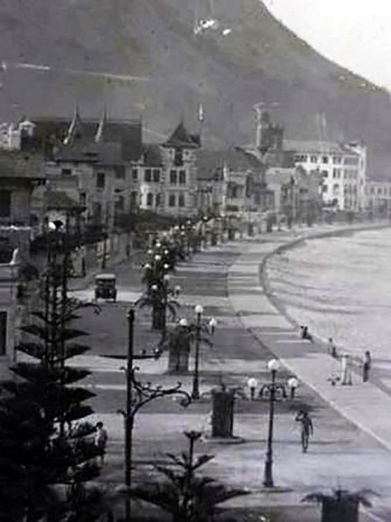 Raríssima imagem de Copacabana, avenida Atlântica. 1919.  https://www.facebook.com/Guarantiga/photos/a.490233921007939.115673.490210317676966/1001401476557845/?type=1&theater