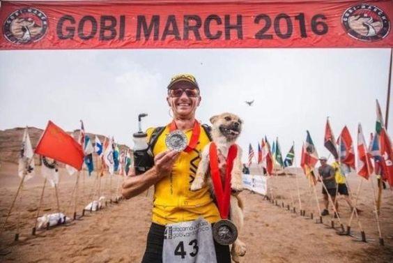 #Gobi #trailrunning El emocionante encuentro de un corredor y el perro que lo acompañó durante toda una carrera