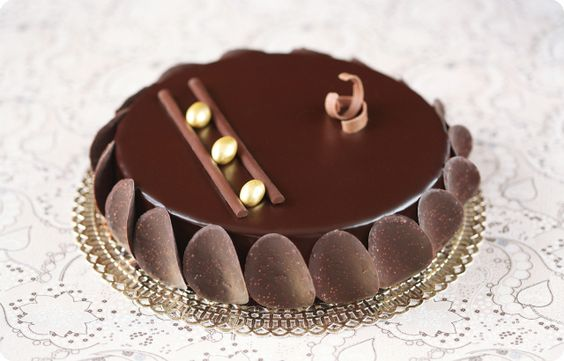 Verdade de sabor: Chocolate mousse cake with crunchy praline / Torta mousse de chocolate com praliné crocante