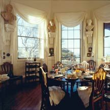 Jefferson, a connoisseur of French cuisine and France's finest wines, loved intimate dinners in Monticello's Tea Room, adorned with busts of Washington, Lafayette, John Paul Jones, and Franklin.  Thomas Jefferson's Monticello