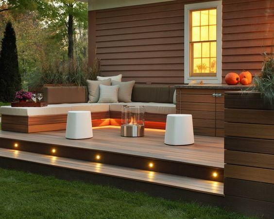 terrasse en bois ou composite, ambiance miraculeuse, un joli éclairage extérieur