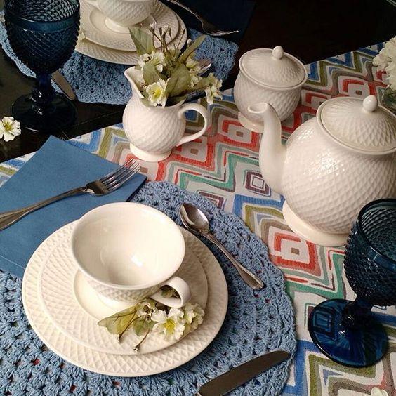 ️️️️Bom dia Amores da Vida !!! Acordar num dia frio (como hj aqui em SP) e tomar o café da manhã numa mesa aconchegante assim é #tudodebom !!! Faça esse carinho para a sua família também... ️️Solicite nosso catálogo de ️estampas e veja como fica fácil com a @poenamesadecor !!!