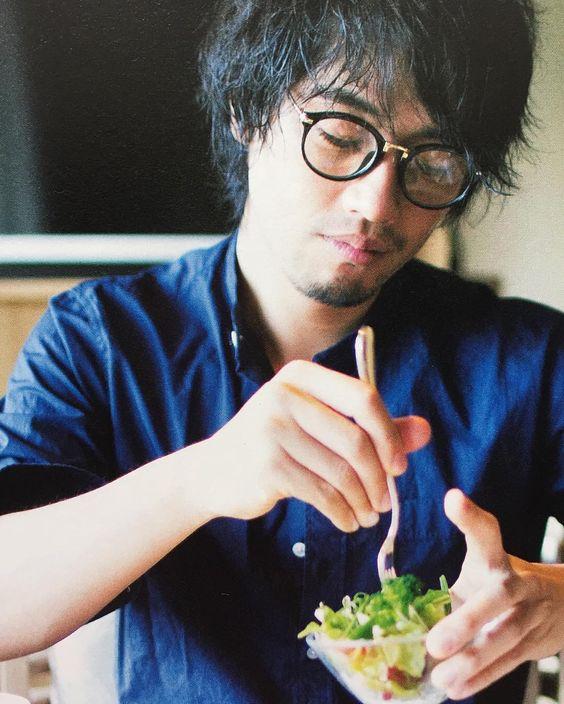 メガネをかけた斎藤工