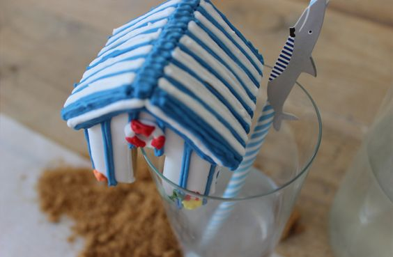 3-D mini gingerbread beach house for your summer cocktail classes! #biscuiteers