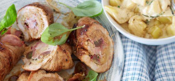 Schweinsrouladen mit Sauerkraut-Speck-Trauben-Fülle und Obers-Erdäpfel