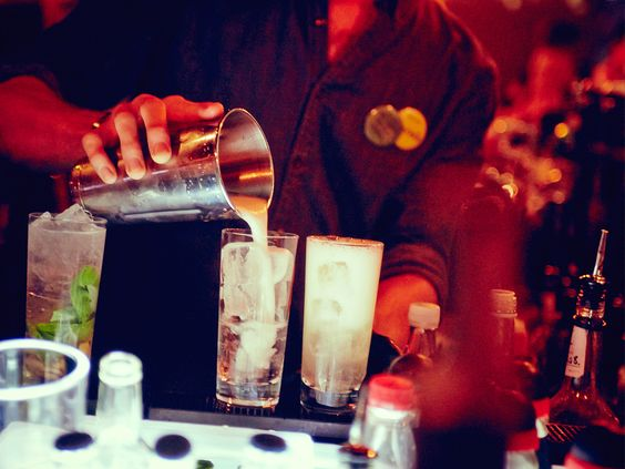 leckere Drinks in der Monkey Bar im 25hours Hotel Bikini Berlin