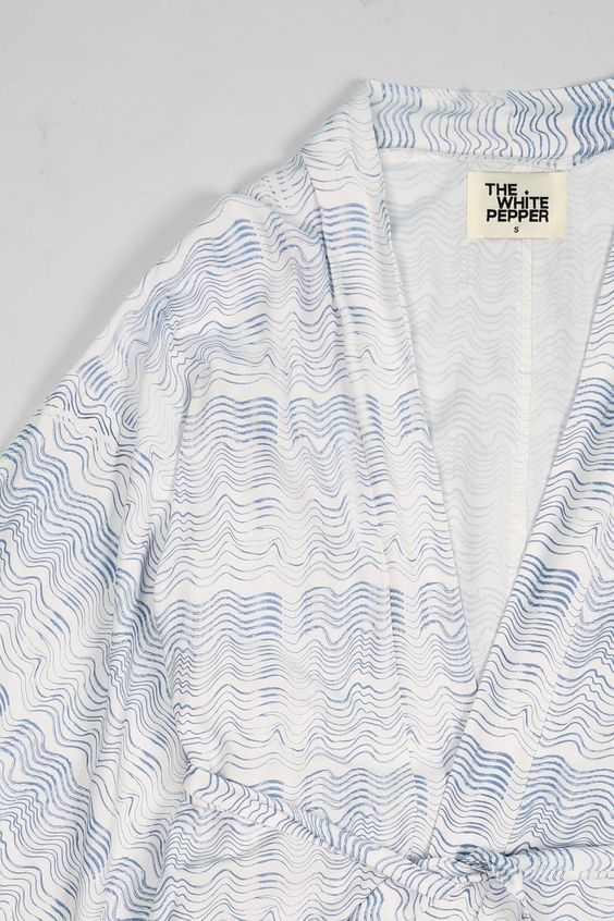 Graphic Kimono Wave Print http://www.thewhitepepper.com/collections/coats-jackets/products/graphic-kimono-wave-print