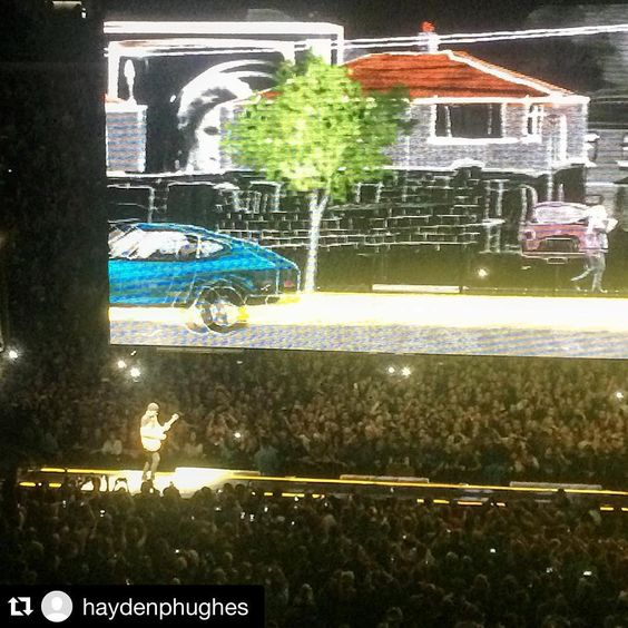 «#Repost @haydenphughes ・・・ #u2 #5*reviewsforareason #U2ieTour»