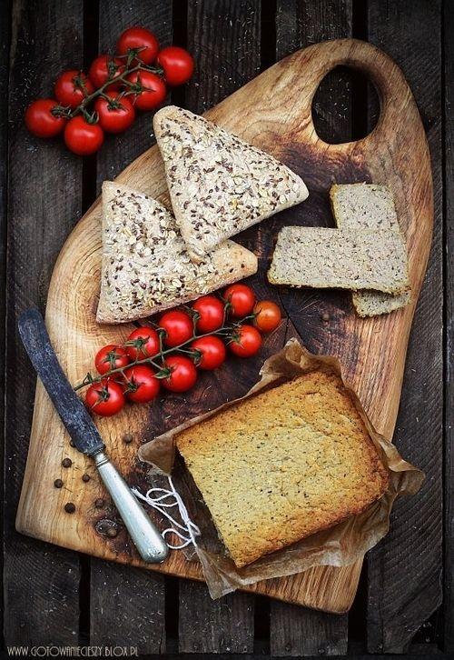 Brot und Tomaten