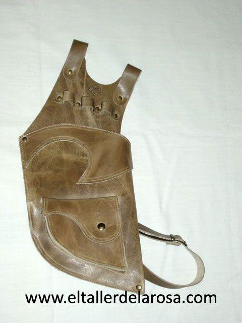 Carcaj tradicional de cinturón realizado de forma artesana en piel de vacuno de muy alta calidad y con bolsillo en la parte de abajo. http://www.eltallerdelarosa.com/portaflechas/155-carcaj-de-cinturon-4500-3.html