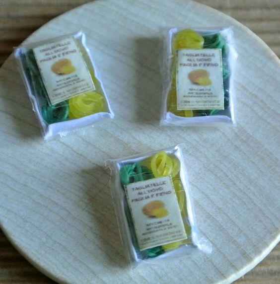 Cibo in miniatura- Confezioni di Tagliatelle paglia e fieno - Confezioni di Lasagne  - Scala 1:12 Dollhouse di Mazumaja su Etsy