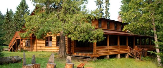 Clearwater Historic Lodge & Canoe Outfitters / Grand Marais