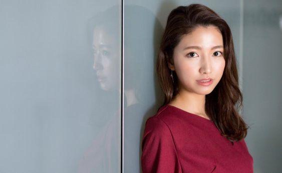 「フジテレビ×モデルプレス」女性アナウンサー連載で色っぽい表情の三田友梨佳アナの画像