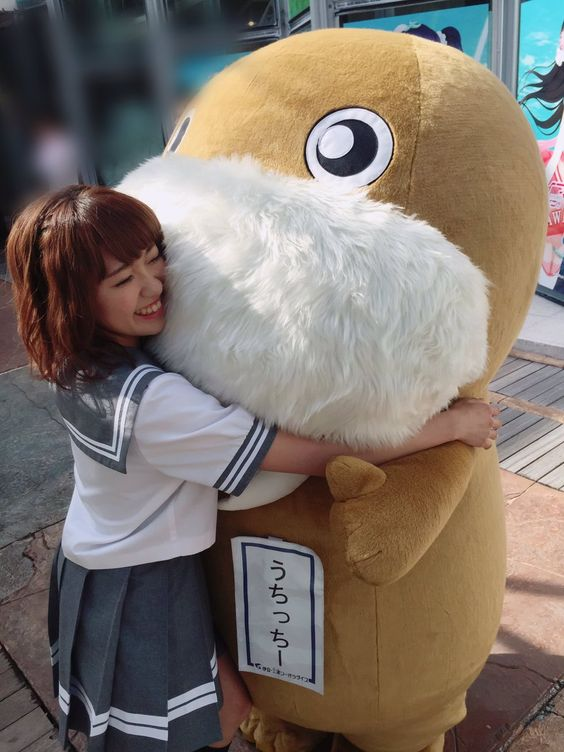 うちっちーに抱きつく斉藤朱夏