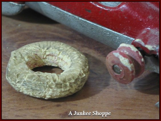 HUBLEY 1930's Red Number 8 Fin Racer White Rubber Car Tires   Junk0426  http://ajunkeeshoppe.blogspot.com/