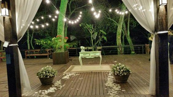 Altar simples e maravilhoso para mini Wedding