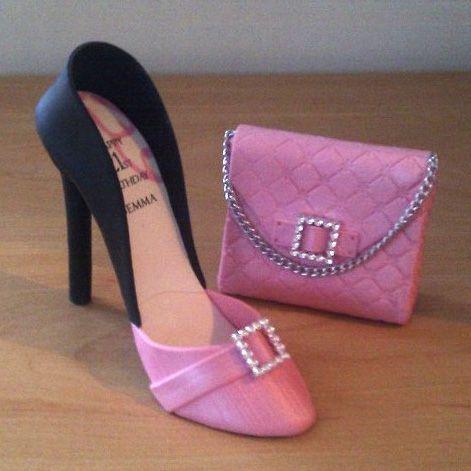 Zapato y cartera .-