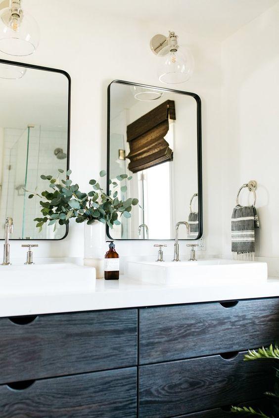 Modest Colorful Bathroom